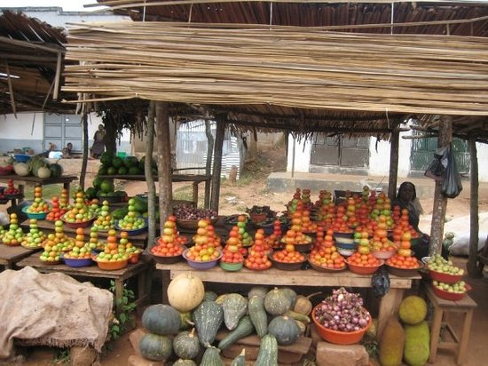 Entebbe, Uganda: Roadside produce