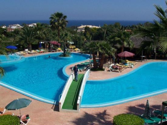 Our hotel swimming pool too bad the water was ice cole picture of albufeira faro district - Bad homburg swimming pool ...