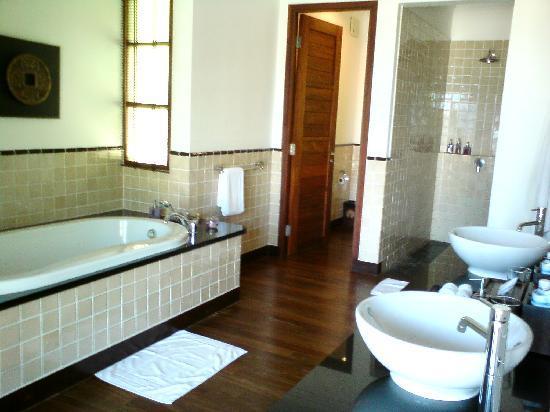 Kanda Residences: Bathroom