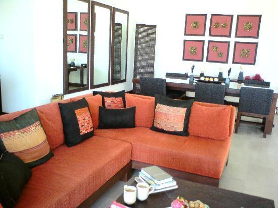 Kanda Residences: Living room