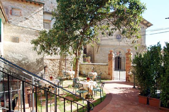 Palazzo San Niccolo': Giardino interno dove viene servita la colazione del mattino