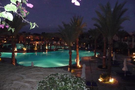 Iberotel Makadi Beach: Pool am Abend