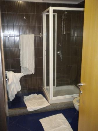Relais Chigi: Hot shower