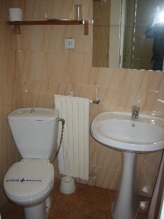 Galicia Hostel : baño en la habitacion