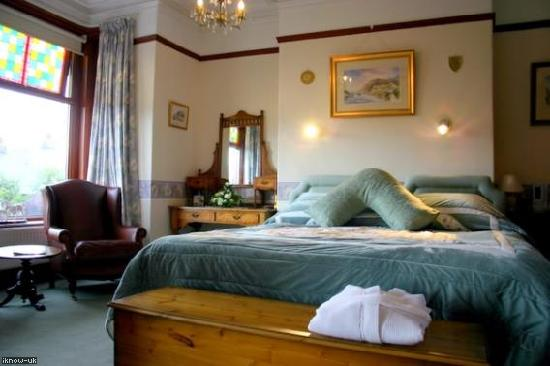 Albany House Bed and Breakfast Peel: Full of period charm, the Fraser Room can be a romantic double, a twin room or we can add a thir