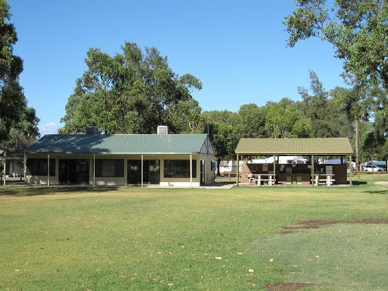 Discovery Parks - Barossa Valley: BBQ area