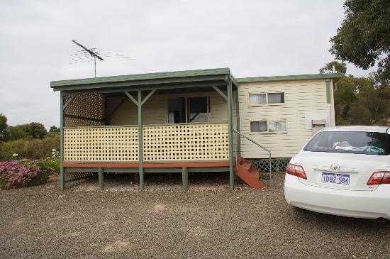 Emu Bay Holiday Homes : Cabin exterior