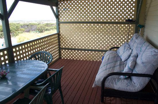 Emu Bay Holiday Homes : Veranda seating