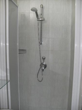 Brando & Gio: shower
