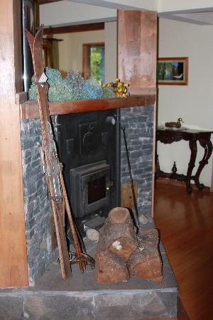 Landhaus San Sebastian: fireplace in the living room