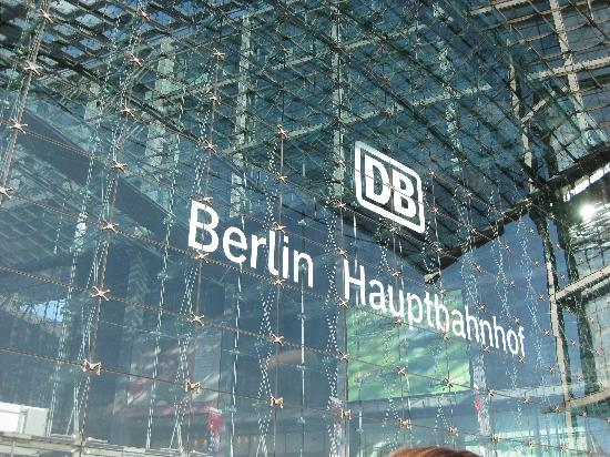 MEININGER Hotel Berlin Hauptbahnhof: It's right next to this main train, food and shopping station.