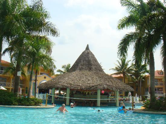 VH Gran Ventana Beach Resort: the pool bar