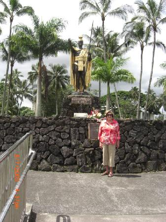 The Bay House: My wife at the statue of King Kamahemahe