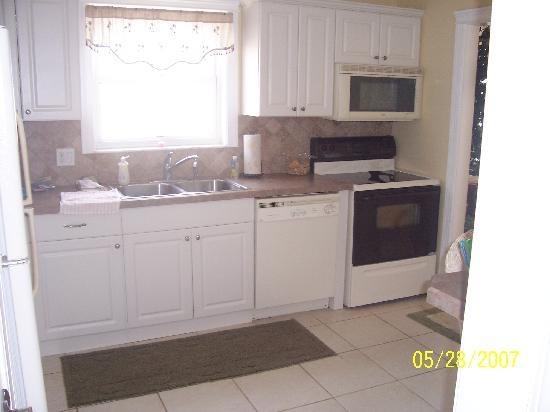 Sea Breeze Condominiums: Kitchen