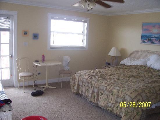 Sea Breeze Condominiums: Master bedroom