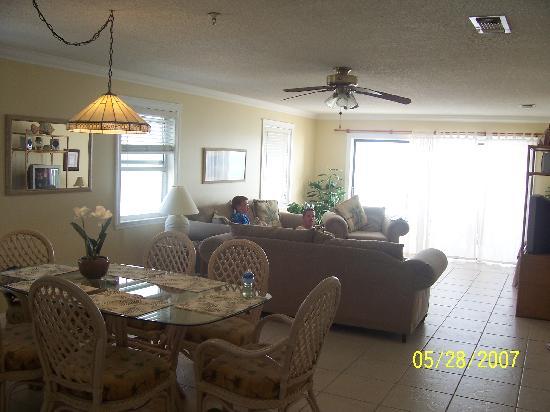 Sea Breeze Condominiums: Dining room/living room