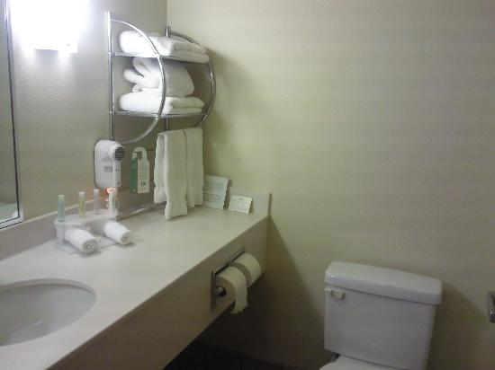 홀리데이 인 익스프레스 호텔 앤드 스위트 러벅 사진