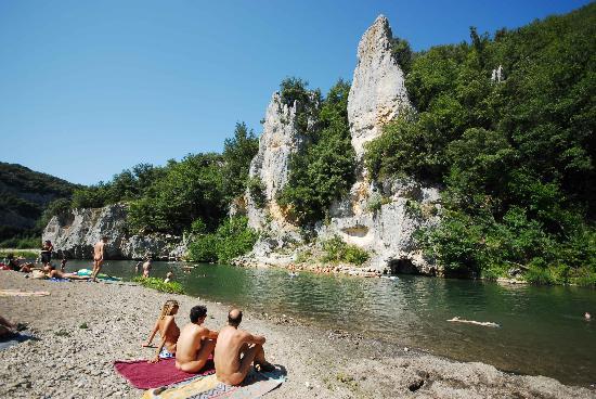 Barjac, Frankreich: am  der Ceze