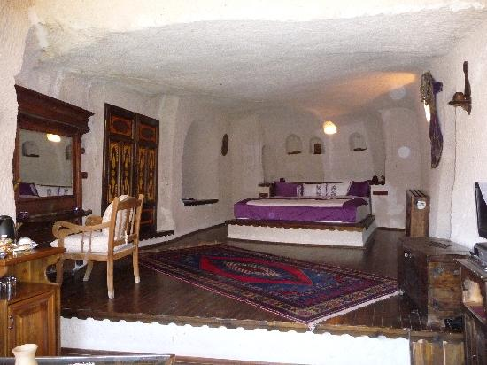 Gamirasu Cave Hotel: One of the cave rooms