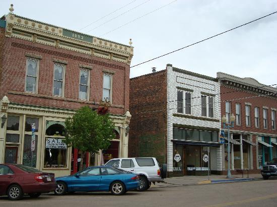 Hampton Inn Laramie: down town