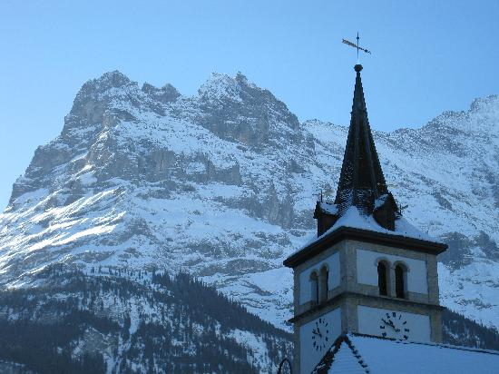 Hotel Gletschergarten: View of mountain across the road from hotel