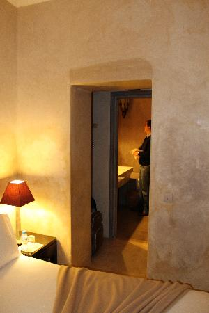 Riad Dar One: In the room looking into the bathroom