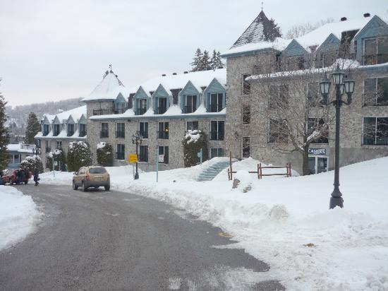 Sainte-Adele, Canada: Devanture de l'hôtel