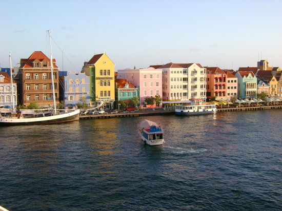 Curaçao : view from the ship