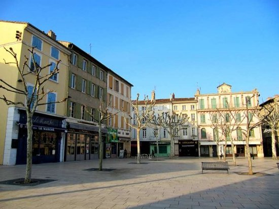 Valence, Frankrike: Place des Clercs....Place of Clerks