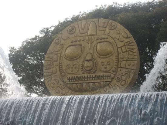 Temple du Soleil (Coricancha) : Solar Disc in front of the artisanal center in Cuzco. This representation of the Inti is the sym