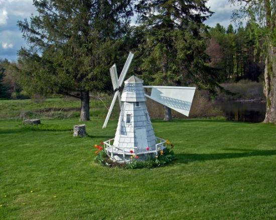 ‪‪Otis‬, ماساتشوستس: windmill in yard, Otis MA‬