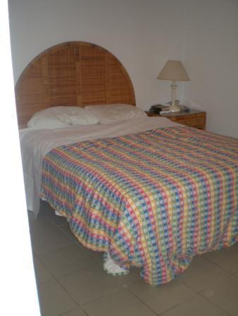 Tamarind Hotel: master bedroom