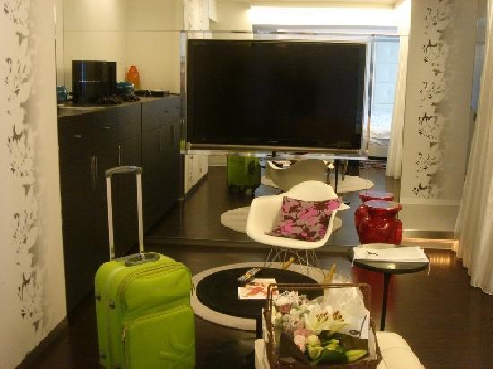 Cross Hotel Sapporo: 客室テレビ正面