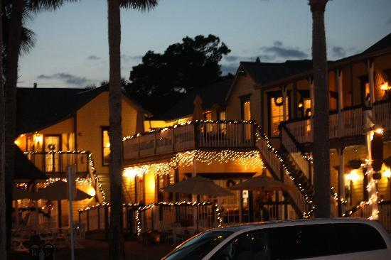 Bayfront Marin House Historic Inn: Holiday lights