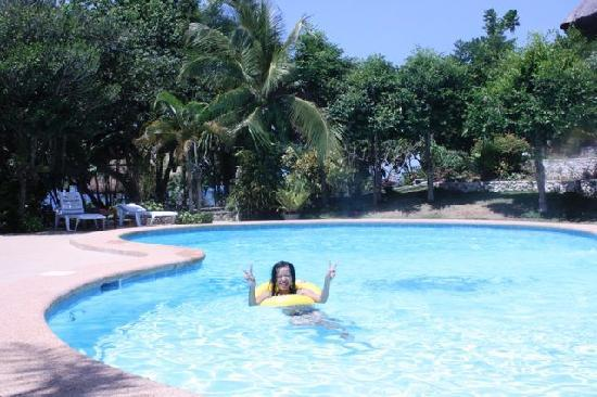 The Blue Orchid Resort: The pool with a happy Filipina