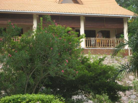 Villas Du Voyageur: Villa from garden