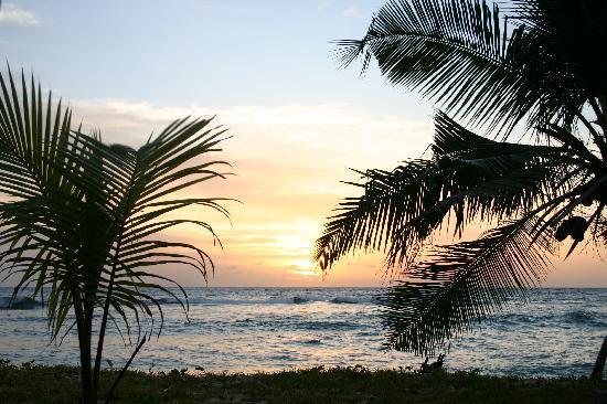 Villas Du Voyageur: Sunset from garden