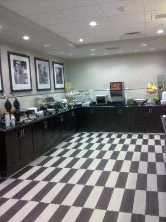 Hampton Inn & Suites San Diego-Poway: Breakfast buffet room