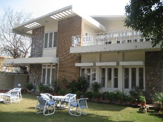 Jasmine Lodge 2: House & garden