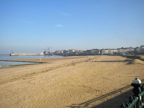 Premier Inn Margate Hotel: View of the beach, on a good day in February