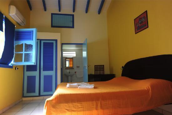 Village de Menard: Chambre de notre bungalow