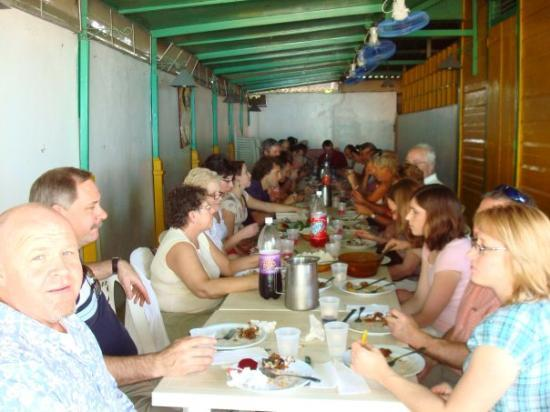 San Juan de la Maguana, สาธารณรัฐโดมินิกัน: Lunch after Church service. Highland Team and Northwoods.