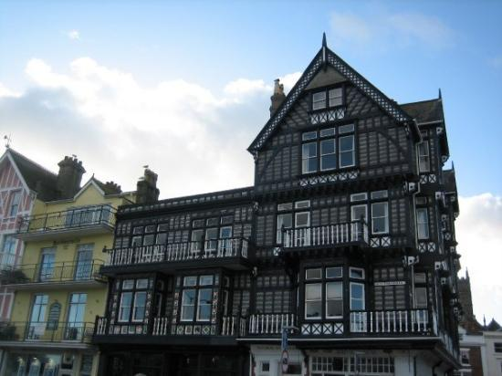Dartmouth, UK: Tudor building