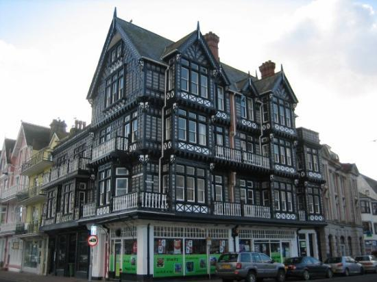 Dartmouth, UK: Turdor building