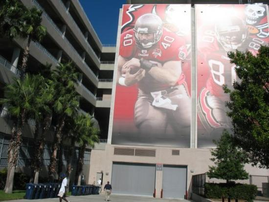 Raymond James Stadium: full size photo of Mike Alstott the A_TRAIN!!!   