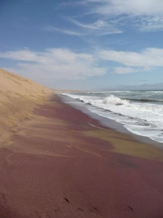 Swakopmund, Namibia: The red sand is Garnet!!!