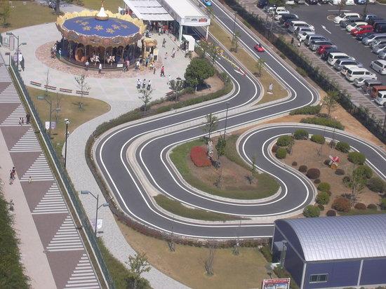 Kariya, Japan: ゴーカートにメリーゴーランド。まさに遊園地ですよね。子供が出来たら、連れて行きたい所です。更に普通のお店はもちろん、温泉施設やイベント会場なども揃っているので一日いても飽きることがなさそうです