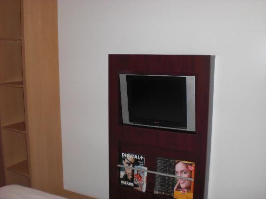 Ibis Madrid C/ Valentin Beato: TV LCD