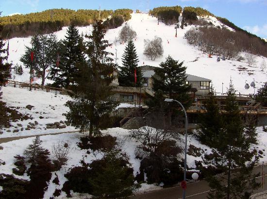 Hotel Tuc Blanc: Vista del acceso a pistas desde la habitacion del hotel
