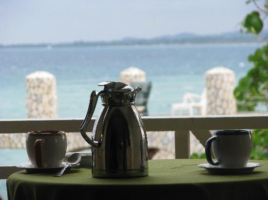 Home Sweet Home Resort: coffee on our balcony